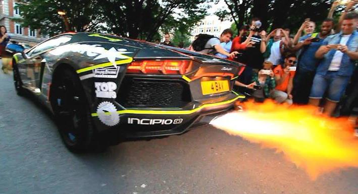 lamborghini aventador shoots  longest flames