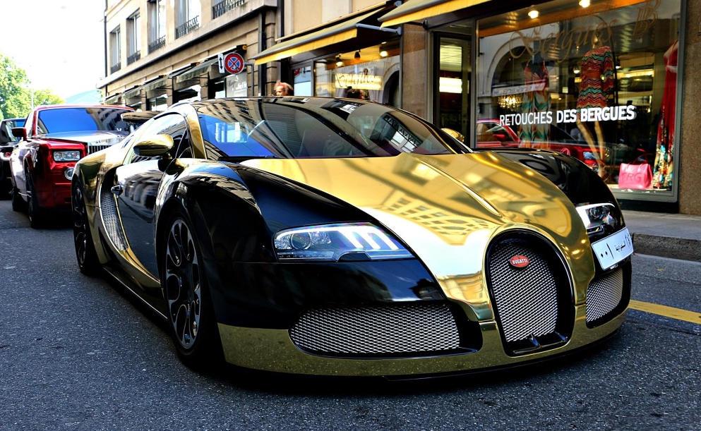 Golden Bugatti Veyron Spotted In Geneva