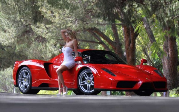 ferrari enzo model 0 600x376 at Weekend Eye Candy: Red Enzo and a Blondie