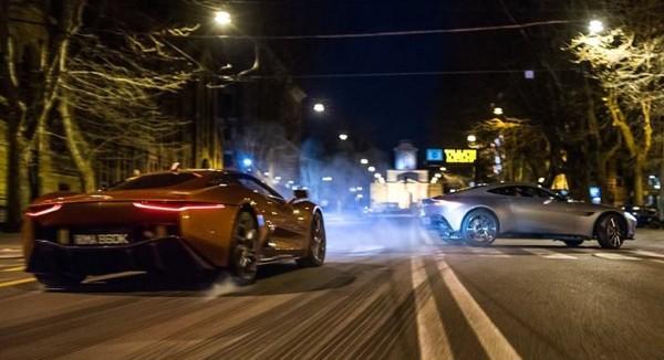 spectre chase scene 600x326 at SPECTRE Teaser: Aston Martin DB10 vs Jaguar C X75