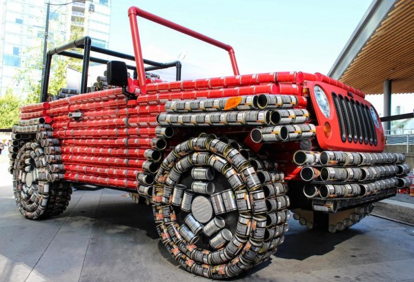Jeep Wrangler Canstruction 0 600x409 at Jeep Wrangler 'Canstruction' Is an Homage to Canda