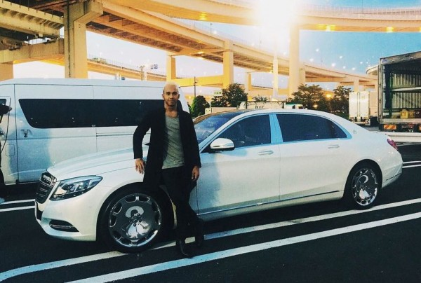 hamilton maybach 600x404 at Lewis Hamilton Gets a Mercedes Maybach S600