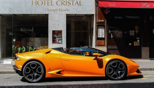 huracan spyder paris 0 600x341 at Lamborghini Huracan Spyder Looks So Good, It Should be Illegal