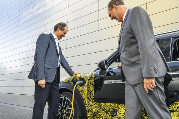 MINI Plug in Hybrid prv 2 600x400 at MINI Plug in Hybrid Previewed in Munich