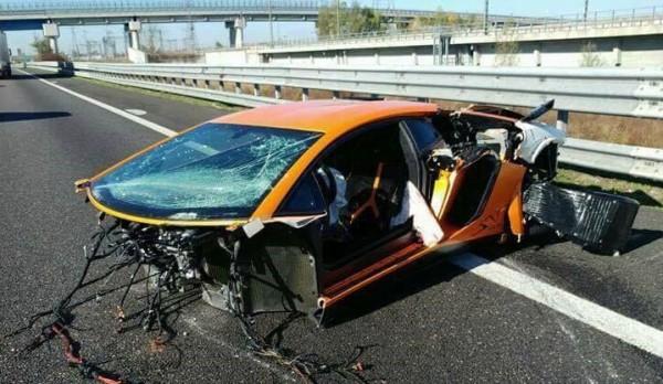 Lamborghini Aventador SV Crash 0 600x348 at Highway Crash Leaves Lamborghini Aventador SV in Bits