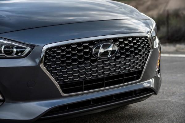 2018 Hyundai Elantra GT teaser 1 600x400 at 2018 Hyundai Elantra GT Gears Up for Chicago Debut