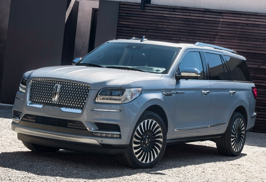 ford boosts production of 2018 lincoln navigator to meet demand. Black Bedroom Furniture Sets. Home Design Ideas