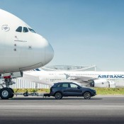 cayenne a380 tow 4 175x175 at Porsche Cayenne Tows Airbus A380 for Guinness Record