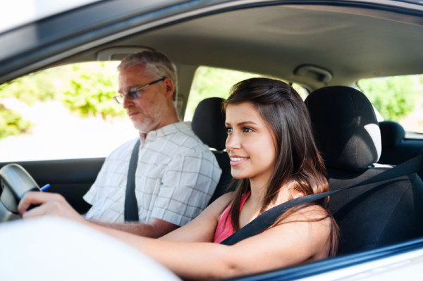 driving school 600x399 at 9 Things to Look For When Choosing A Driving School