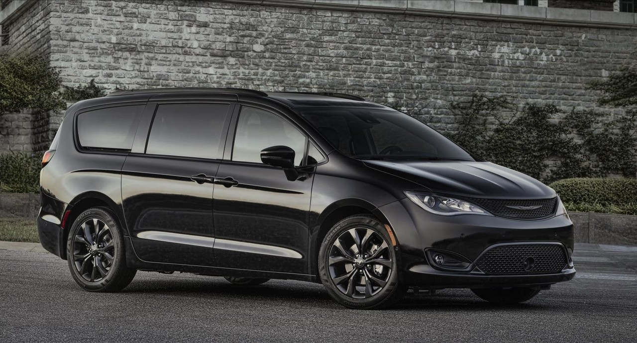 2017 Chrysler Town And Country >> 2018 Chrysler Pacifica S Appearance Package Is for Gangsta Moms!
