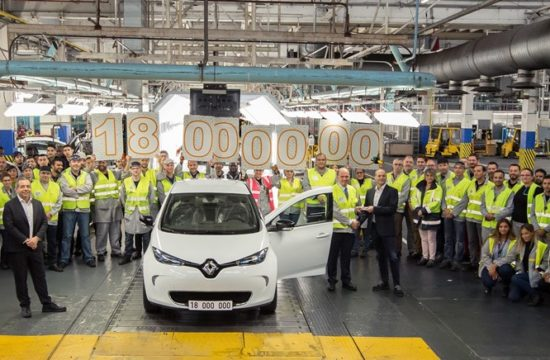 21198040 The 18 millionth car to roll off Flins production line is a ZOE 550x360 at Renault Flins Plant Celebrates Production of 18 Millionth Car
