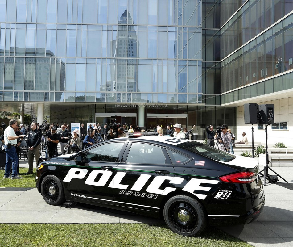 ford hybrid police cars fusion      badges