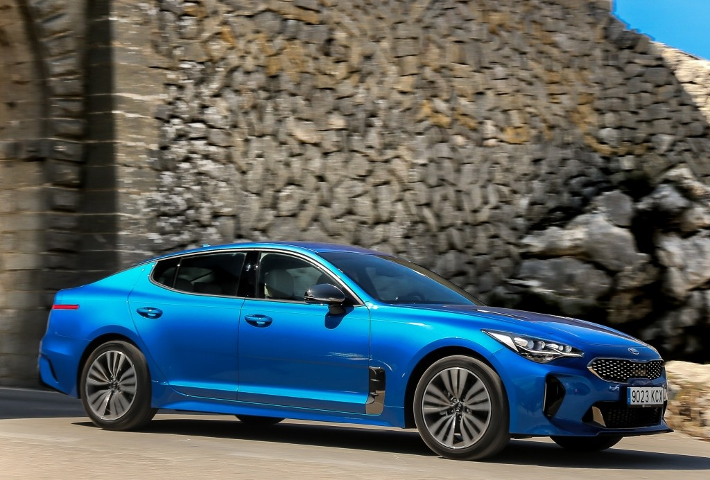 2018 Kia Stinger Looks Spectacular in Micro Blue