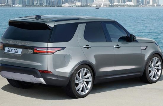 2018 Land Rover Discovery Commercial 1 550x360 at Official: 2018 Land Rover Discovery Commercial