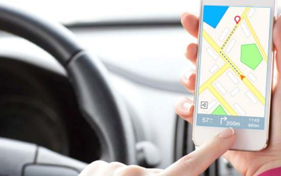 smartphone driving apps 550x345 at The Best Apps for UK Drivers in 2018