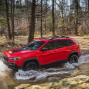 2019 Jeep Cherokee 2 175x175 at 2019 Jeep Cherokee Is Still Ugly, But More Premium