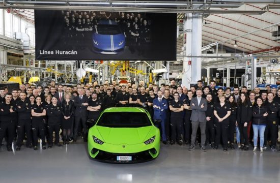 503755 550x360 at 10,000th Lamborghini Huracan Rolls Off Production Line