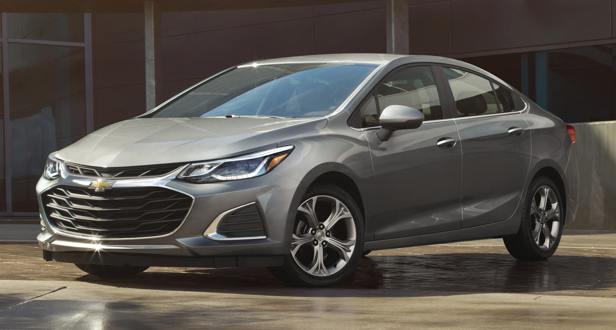 2019 Chevrolet Cruze Facelift Sedan and Hatch Unveiled