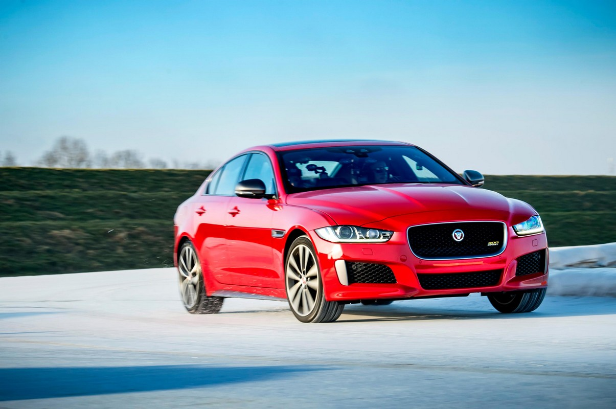 jaguar xe 300 sport beats olympic gold medalist in ice race. Black Bedroom Furniture Sets. Home Design Ideas