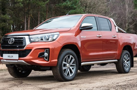 toyota hilux 061217 raw 210 550x360 at Official: Toyota Hilux 2018 Special Edition