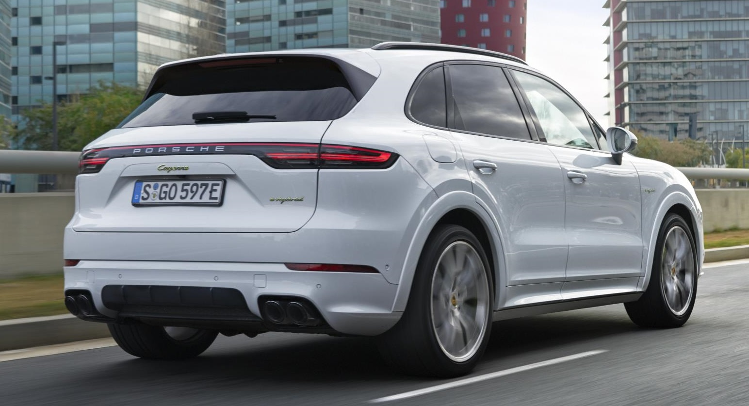 2019 porsche cayenne e hybrid pricing and specs. Black Bedroom Furniture Sets. Home Design Ideas