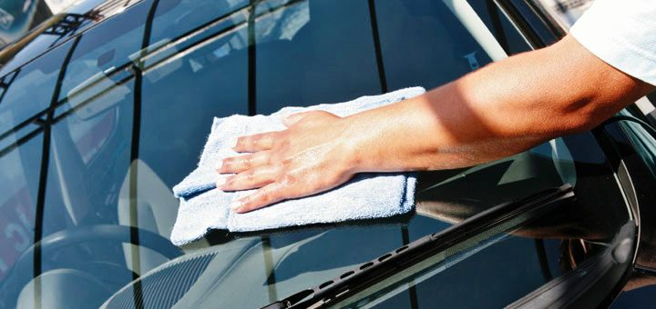 glass cleaning at Tips for Cleaning Glass Car Windows