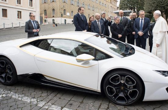 pope lambo 550x360 at Popes Lamborghini Huracan Sold for $861K at Auction