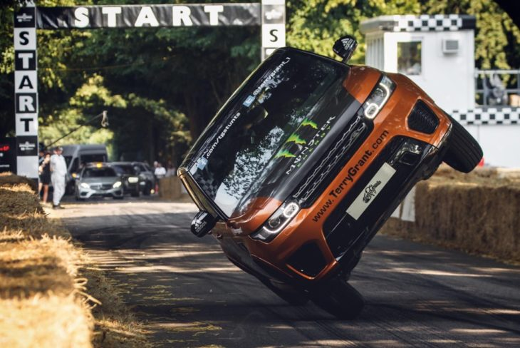 2 wheel range rover 1 730x488 at Range Rover Sets New Fastest Two Wheel Mile Record at Goodwood