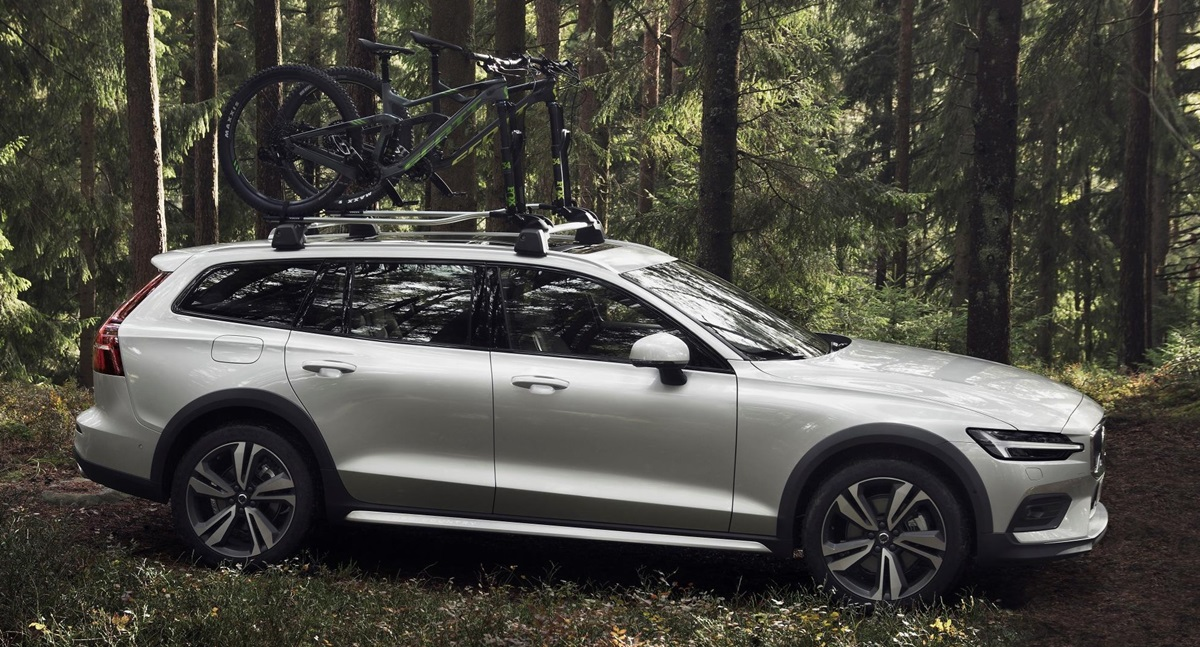 2019 Volvo V60 Cross Country Unveiled With Rugged Looks