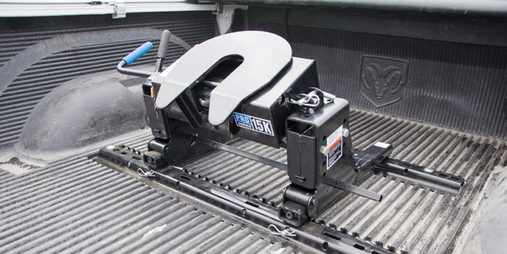 fifth wheel hitch 730x367 at Fifth Wheel Hitch Or Gooseneck: Which Is Right For Towing Fifth Wheel Trailer?