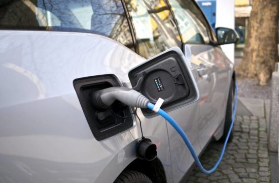 electric car charging 550x360 at How Fast Will Electric Cars Charge in the Future?