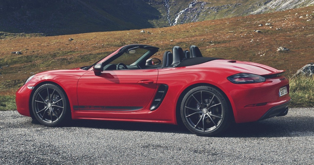 official 2019 porsche 718t boxster and caymanthe lowered ride height of the porsche 718t is furthered enhanced with centrally positioned sports exhaust with black, chrome plated twin tailpipes
