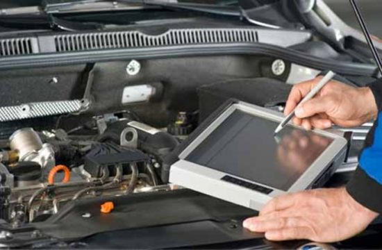 diagnostician 550x360 at Are Car Mechanics Getting More and More Incompetent?