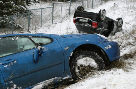 ice accident 550x360 at What do you do if your car starts sliding on Ice?