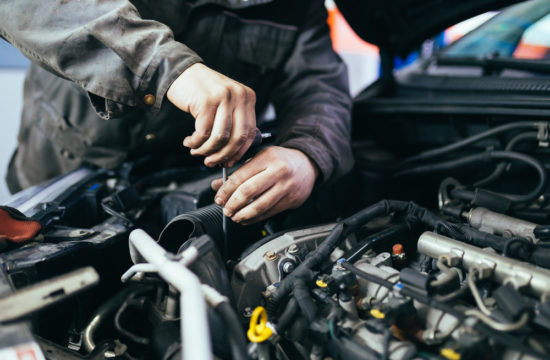 car mechanic 550x360 at Five Things to Know Before You Take Your Car to the Mechanic