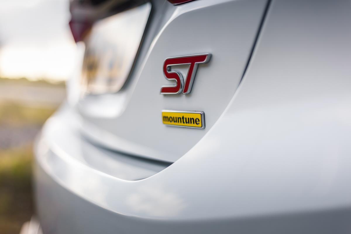 Tuning à la Smartphone: Upgrading Cars Via Apps