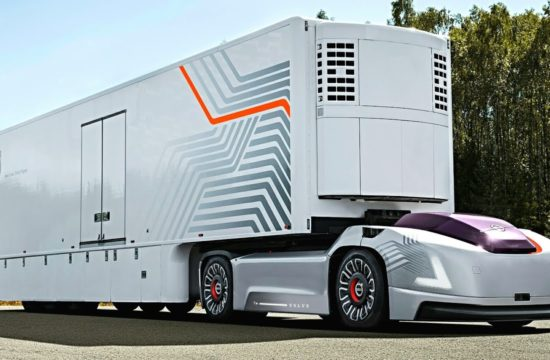 self driving trucks 550x360 at The Advancement of Technology: 4 Reasons You Shouldnt Fear Self Driving Trucks