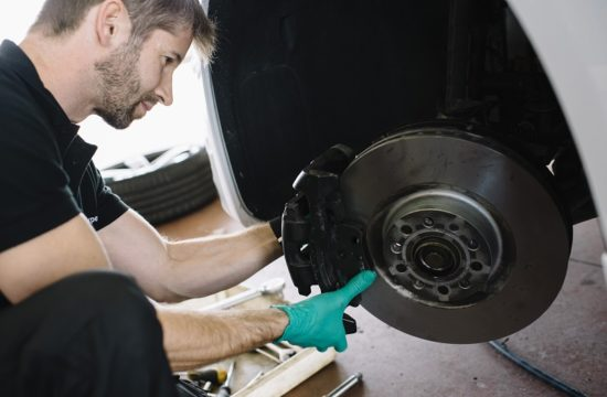 brake service 2 550x360 at Useful Tips to Find the Satisfactory Brake Service for the Car