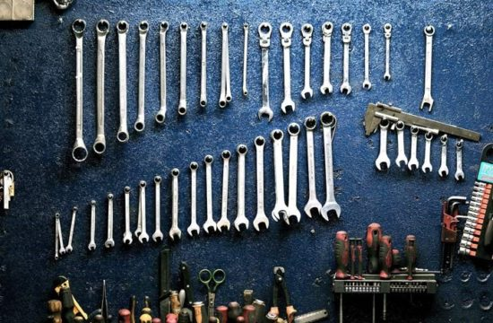 mechanic tools 550x360 at How to become a successful mobile mechanic