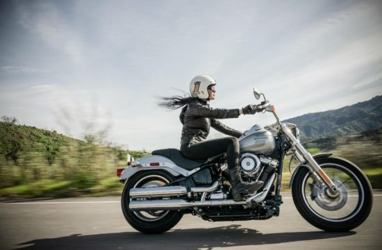 women riding motorbike 550x360 at A Beginner's Guide to Buying a Motorbike