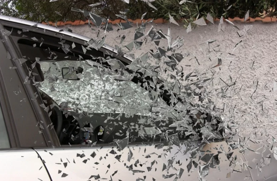 car glass break 550x360 at Steps to Take if You're in a Serious Car Accident