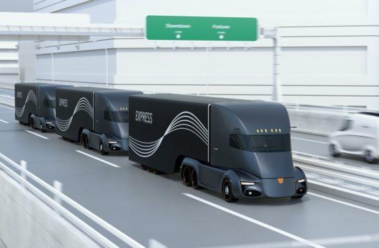 fleet of autonomous trucks 550x360 at The Economic Benefits of Autonomous Trucking