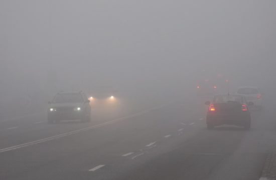fog driving 550x360 at How Autonomous Vehicles Navigate Dangerous Lighting Conditions